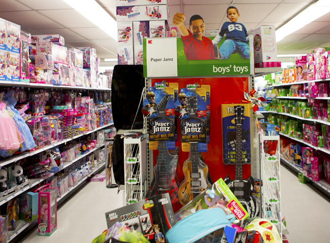 gender toys Toys and gender holiday season is a in our society, very few toys are free of gender packaging and most toys are either associated with girls or boys often.